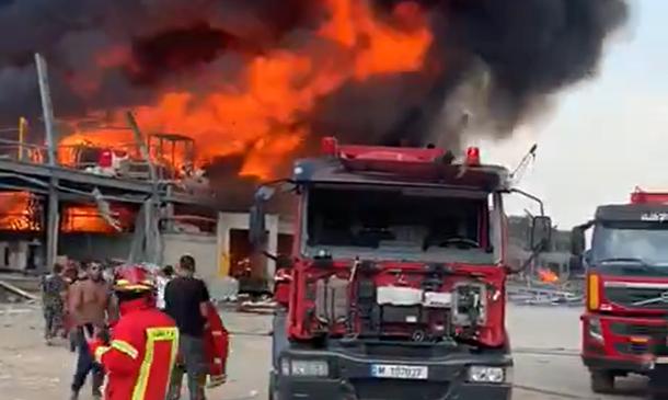 Grande incêndio atinge Beirute, um mês após explosão na capital libanesa