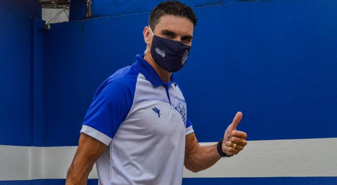 CSA enfrenta o Vitória no Barradão em busca do terceiro triunfo consecutivo