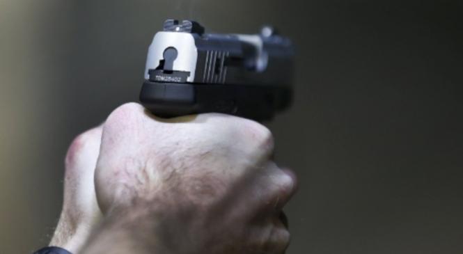 Filho de PM mata ex-companheira e tira a própria vida em motel de Maceió