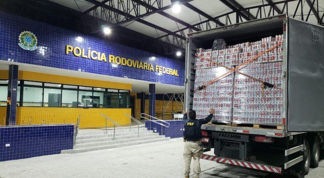 PRF apreende caminhão com mais de 58 mil latas de cerveja sem nota fiscal no Sertão de AL