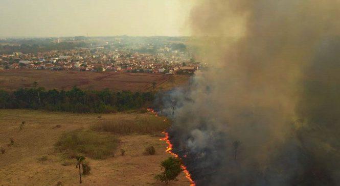 Fumaça de queimadas no Pantanal faz avião de Bolsonaro arremeter