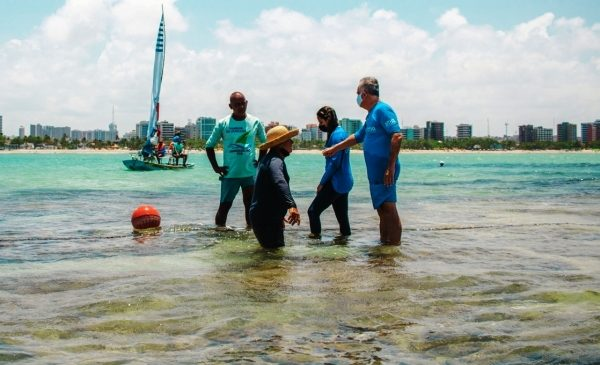Piscinas naturais recebem materiais de sinalização e ancoragem para evitar danos aos corais