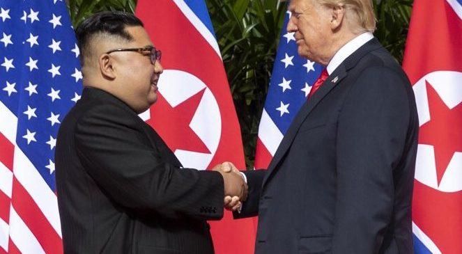 "Trump trocava ""cartas de amor"" com Kim Jong-un, que confessou ter matado o tio"