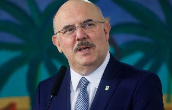 Após atacar gays, Ministro da educação pode ser investigado por homofobia