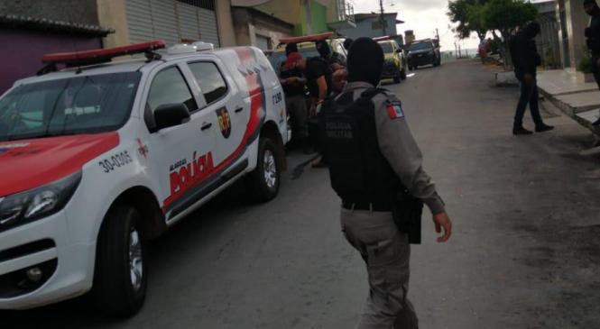 Operação cumpre 15 mandados contra tráfico em Santana do Ipanema