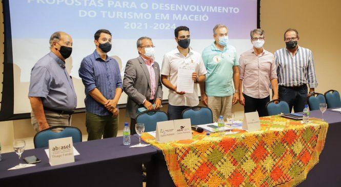 JHC quer internacionalização do turismo em Maceió