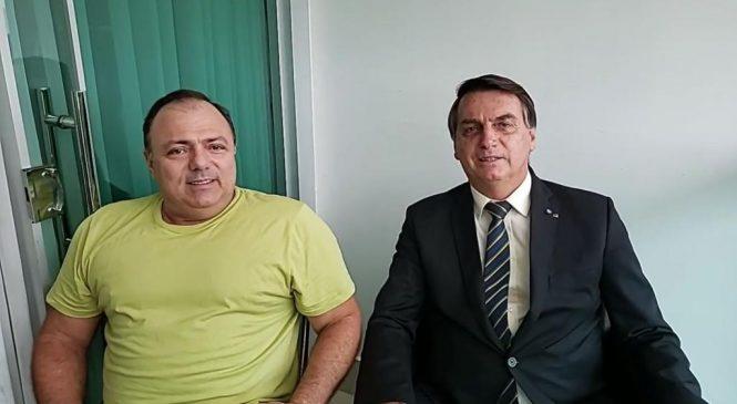 """Bolsonaro faz live com Pazuello para dar o recado: """"um manda, outro obedece"""""""
