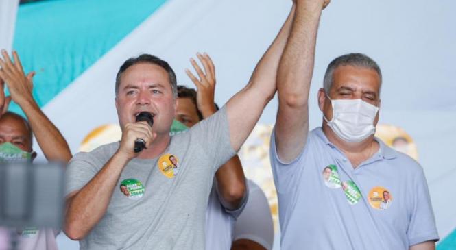 Renan Filho fez campanha para Alfredo Gaspar durante todo este domingo