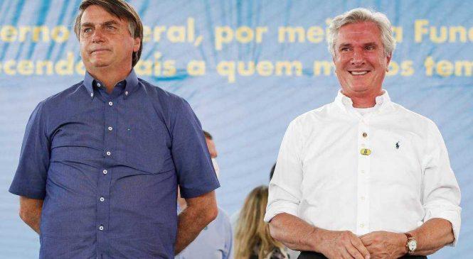 Bolsonaro e Collor trocam elogios durante inauguração de obra em Piranhas
