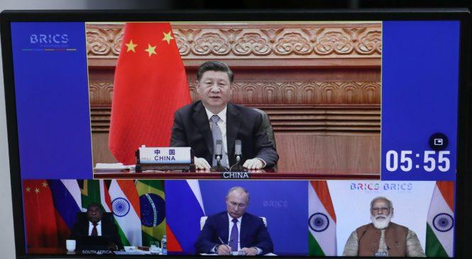 Bolsonaro segue ideais de Trump e diverge da China sobre OMS em reunião dos Brics