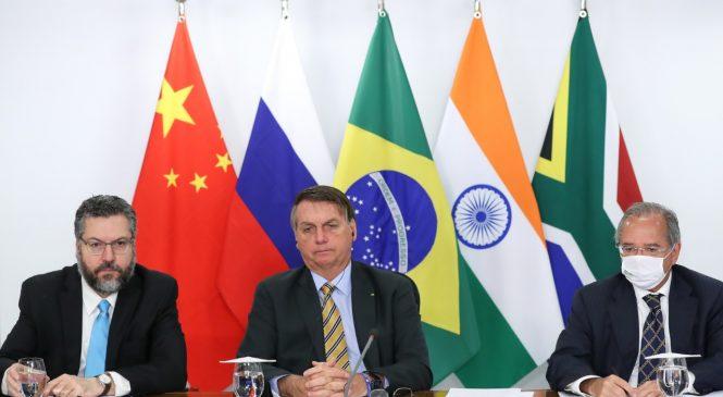Bolsonaro diz aos Brics que anunciará quais países compram madeira ilegal