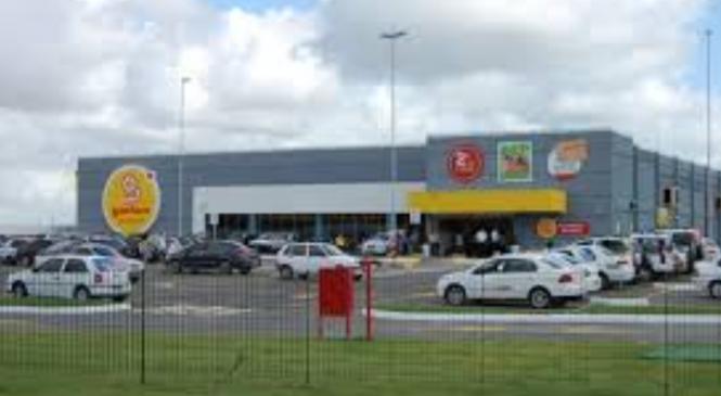 Jovem negro é torturado em supermercado de Maceió ao tentar comprar celular