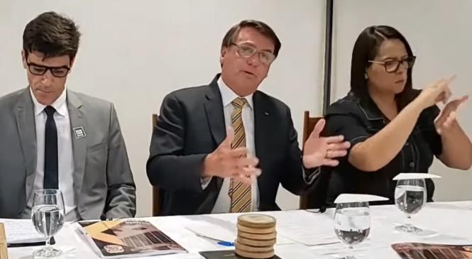 """Bolsonaro fica só na """"conversinha"""" e não divulga 'países que compram madeira ilegal'"""