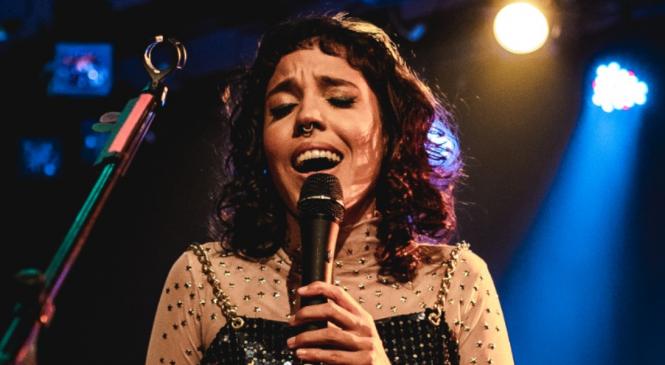LoreB e Maju Shanii cantam sobre diversidade na parceria 'Haja Cor'