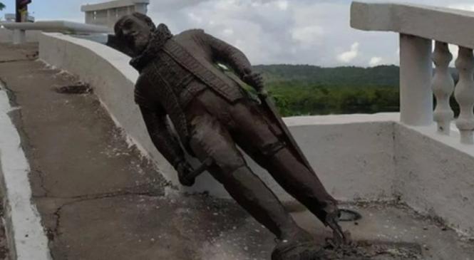 Estátua de Maurício de Nassau é derrubada em Penedo