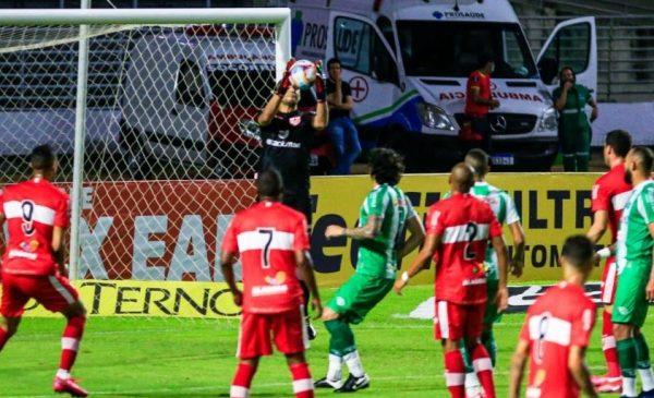 Arbitragem prejudica e CRB perde em casa de 1 a 0 para o Juventude