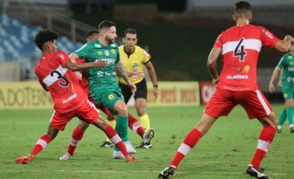 CRB numa tristeza só: Vitor Souza livrou o time de uma goleada histórica contra Cuiabá