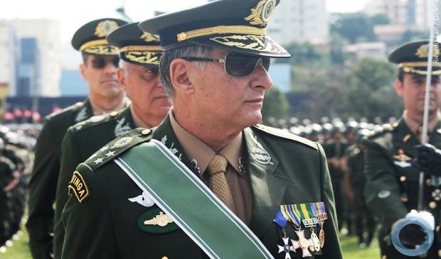 Edson Pujol, comandante do Exército manda recado a Bolsonaro