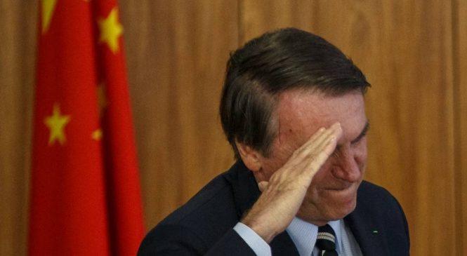 """Bolsonaro se curva aos chineses e agradece pela """"vachina"""" que antes não queria comprar"""