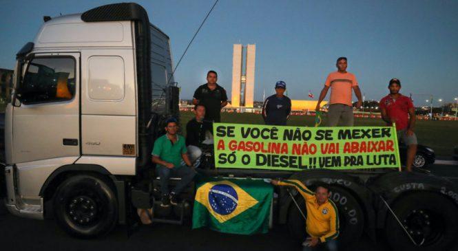 Caminhoneiros entram em greve nesta 2ª feira contra preço do combistível
