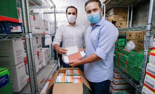 Renan Filho amplia vacinação para 48 anos e Ayres fala em imunizar adultos até outubro