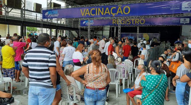 Começa a vacinação de idosos a partir de 79 anos em Maceió
