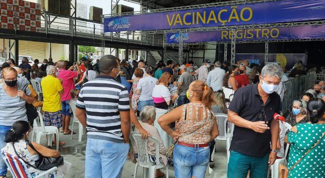 Começa a vacinação de idosos com mais de 85 anos em Maceió