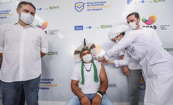 Governo de AL vacinará todos os profissionais das unidades públicas de referência