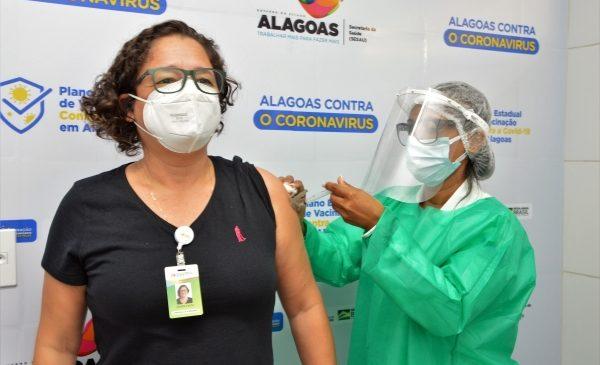 136.610 alagoanos já foram vacinados contra a Covid-19