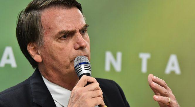 Bolsonaro falou em censura a jornais por ser 'tiozão do Zap' que não sabe configurar o próprio perfil