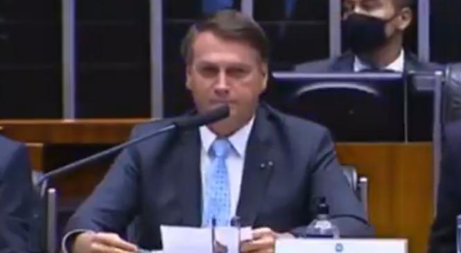 """Bolsonaro é recebido com gritos de """"fascista"""" no Congresso e responde: 'Nos vemos em 2022'"""