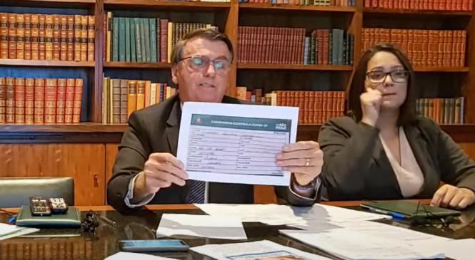 Bolsonaro mentiu em live quando disse que mãe recebeu vacina de Oxford