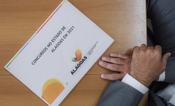 Governo de AL divulga 4 editais de concurso público com mais de 2 mil vagas no mês de maio