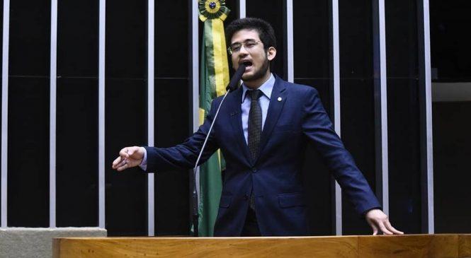 """Kataguiri faz discurso tardio contra Bolsonaro, """"corruptos, vagabundos e quadrilheiros"""""""