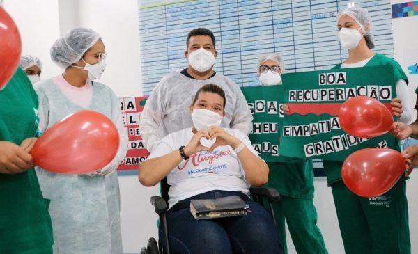 Dez pacientes de Manaus recebem alta dos hospitais Metropolitano e da Mulher
