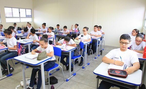 Matrículas para aprovados no Colégio Tiradentes já estão abertas