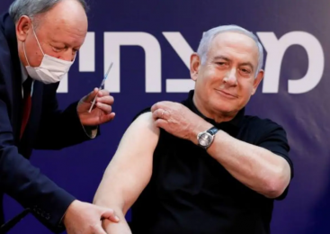 Primeiro-ministro de Israel estrela vídeo para campanha de vacinação e contra fakenews