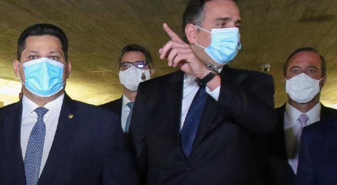 Pacheco, aliado de Bolsonaro, é eleito presidente do Senado no 1º turno