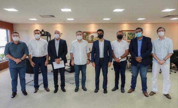 Renan Filho e JHC definem novas medidas de enfrentamento à pandemia