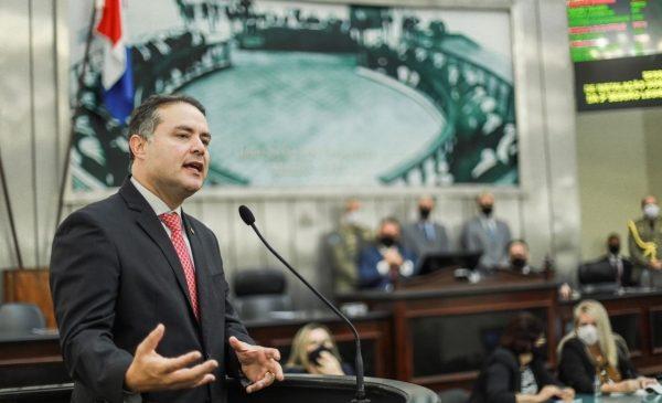 Ser ou não ser é hoje um drama feroz que povoa a cabeça do governador Renan Filho