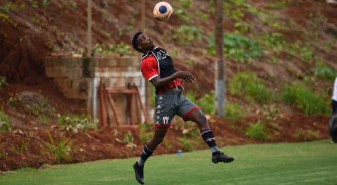 CRB acerta a contratação de lateral ex-Corinthians