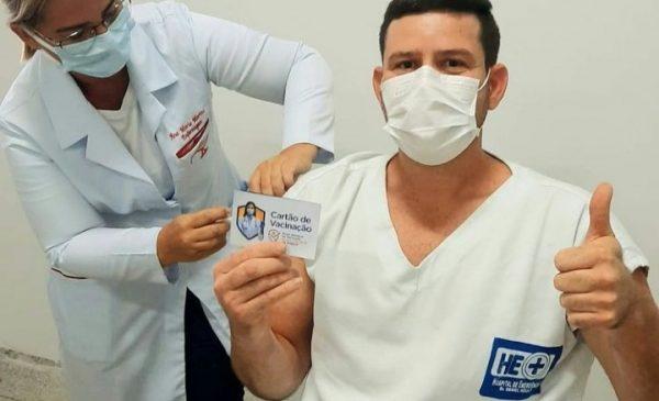 Profissionais da saúde recebem 2ª dose da Coronavac a partir desta quarta