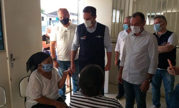 Após confirmar nova variante, Sesau garante vacinas extras para trabalhadores da saúde de Anadia e Viçosa