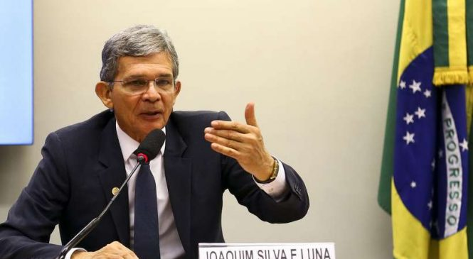 Bolsonaro tira indicado de Paulo Guedes e coloca general na Petrobras