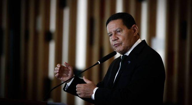Bolsonaro humilha general Mourão e o exclui das reuniões do governo