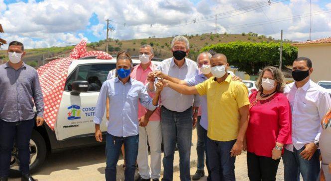 Paulão entrega carro e kit de equipamentos a conselho tutelar de Quebrangulo