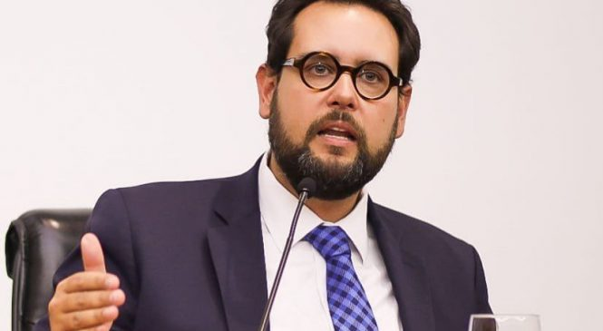Deputado do PSL é denunciado por usar dinheiro público para reformar casa da sogra