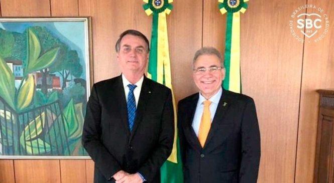 Bolsonaro assina posse de Queiroga na Saúde fora da agenda e sem cerimônia