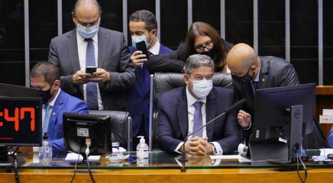 Câmara conclui votação em 1º turno da PEC Emergencialias