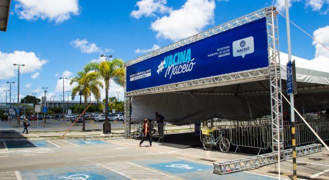 Limpeza urbana, industriais e construção civil: Maceió inicia vacinação dos últimos grupos prioritários